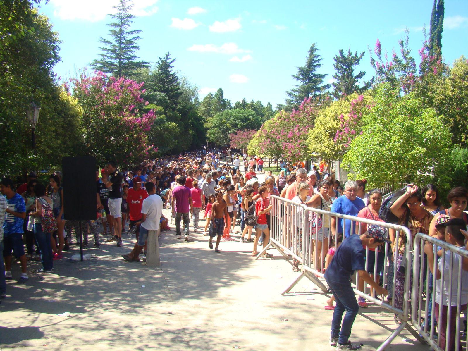 Como cada año miles de personas hicieron la peregrinación hasta la Gruta de la Virgen de Lourdes