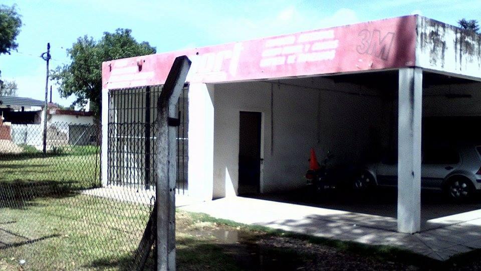 lavadero de autos ubicado en Ruta 9 y Bv. Río Segundo, en la localidad de Pilar