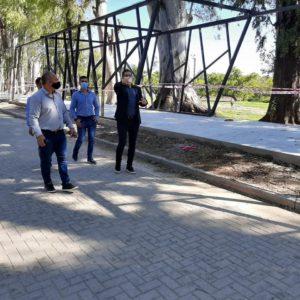 El intendente Natalio Graglia, supervisó este jueves el avance de las obras de cordón cuneta y pavimento que se realizan en diferentes puntos de Villa Nueva.