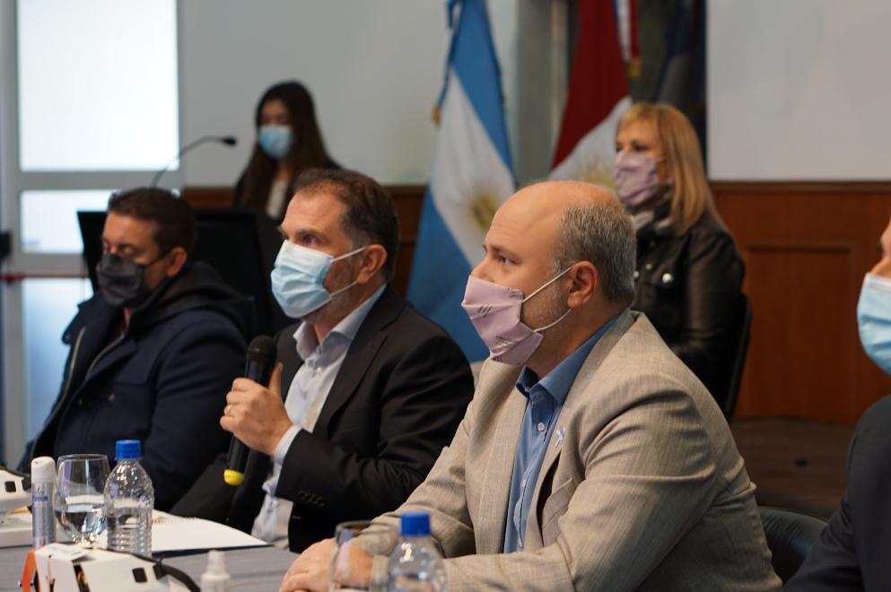 el secretario de Prevención y Asistencia de las Adicciones, Darío Gigena Parker, junto al ministro de Ciencia y Tecnología, Pablo De Chiara, presentó APPagá, el Programa Provincial para Dejar de Fumar.