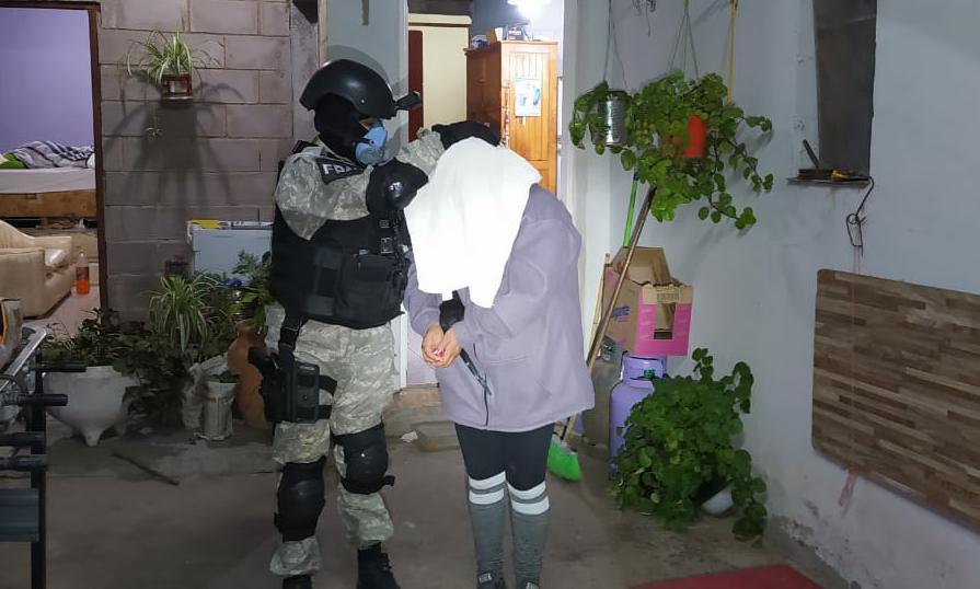 """Detuvieron a una pareja por """"delivery"""" de drogas en distintas ciudades de Punilla El operativo se realizó en Huerta Grande. Se incautaron """"varias"""" dosis de marihuana"""