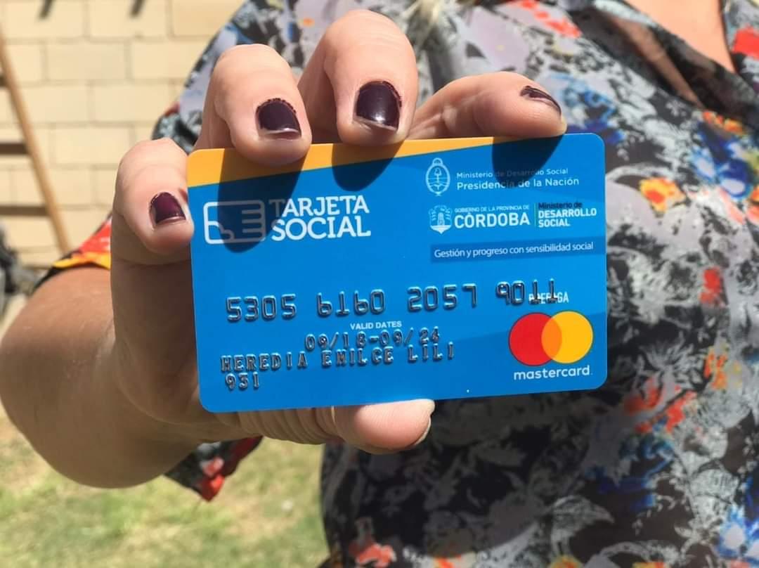 el monto mensual que se deposita en las cuentas de los beneficiarios de la Tarjeta Social asciende a 1.500 pesos