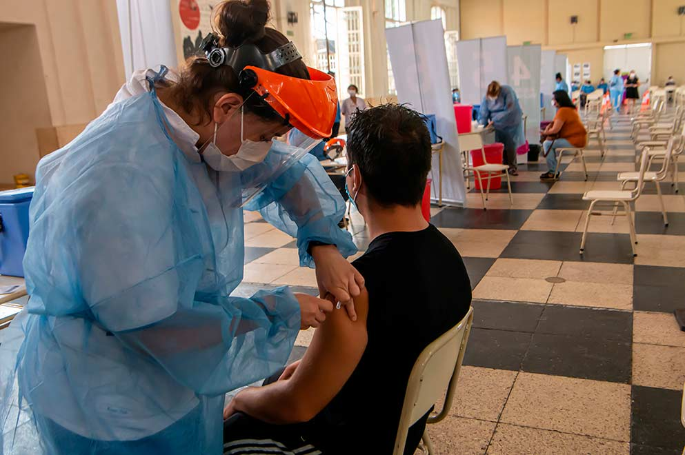 Córdoba comienza a vacunar a mayores de 45 años con comorbilidades