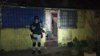 El allanamiento, dirigido por el Ministerio Público Fiscal, fue llevado a cabo sobre calle Hipólito Yrigoren al 500 de Huinca Renancó.