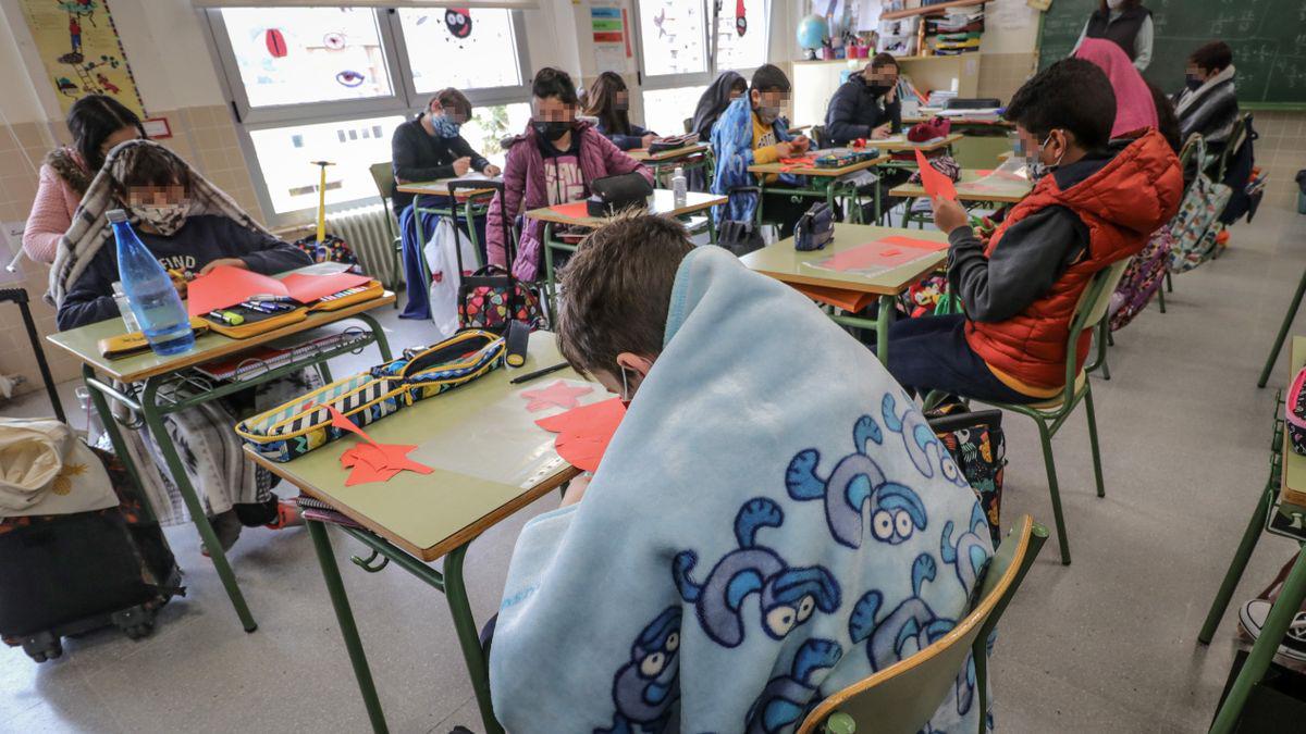 Mantas solidarias: voluntarios tejieron abrigos para alumnos de Costa Sacate