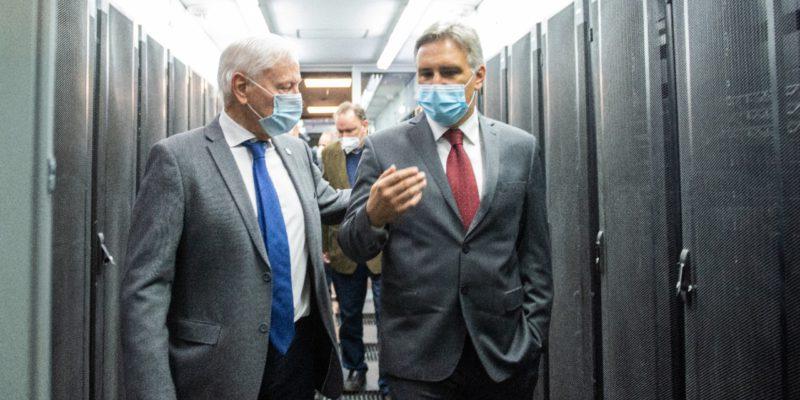"""Denominada """"Serafín"""", la nueva supercomputadora cuenta con un poder de cómputo de 156 teraflops pico, pesa 850 kilos y funciona en el nuevo Data Center de la Universidad Nacional de Córdoba."""