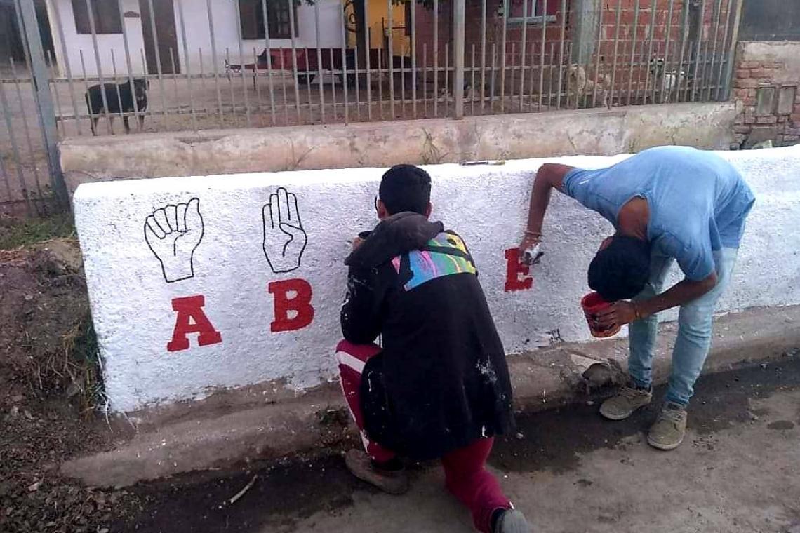 Mural por la inclusión en La Falda: pintaron el abecedario en lenguaje de señas