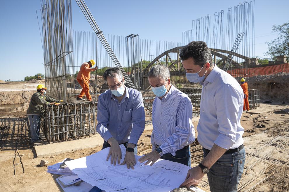 Schiaretti firmó la ejecución del pavimento de la ruta que une La Para con Sacanta