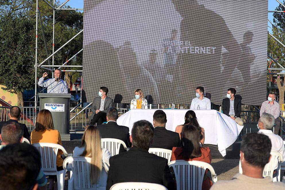La Para y Río Primero: Schiaretti inauguró la llegada de internet mayorista de alta calidad