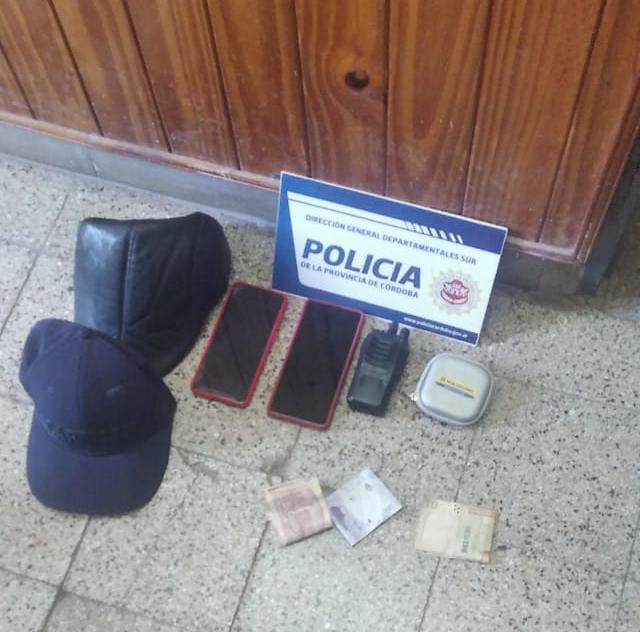 Oncativo: vieron como dos personas robaban del interior de su vehículo, dieron aviso a la Policía y los detuvieron
